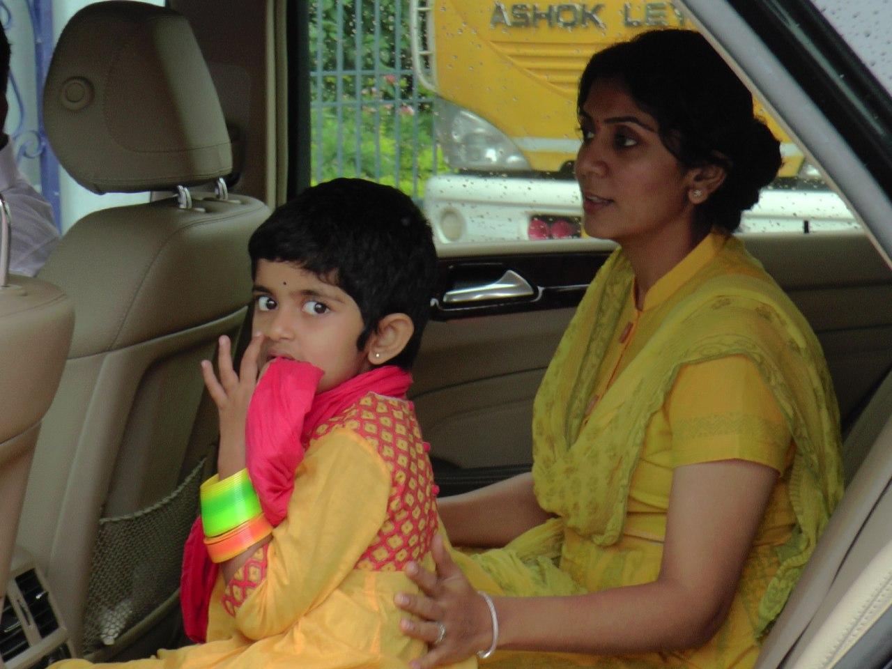 Hero Karthi visits Tirumala with Family – Tirumala Updates