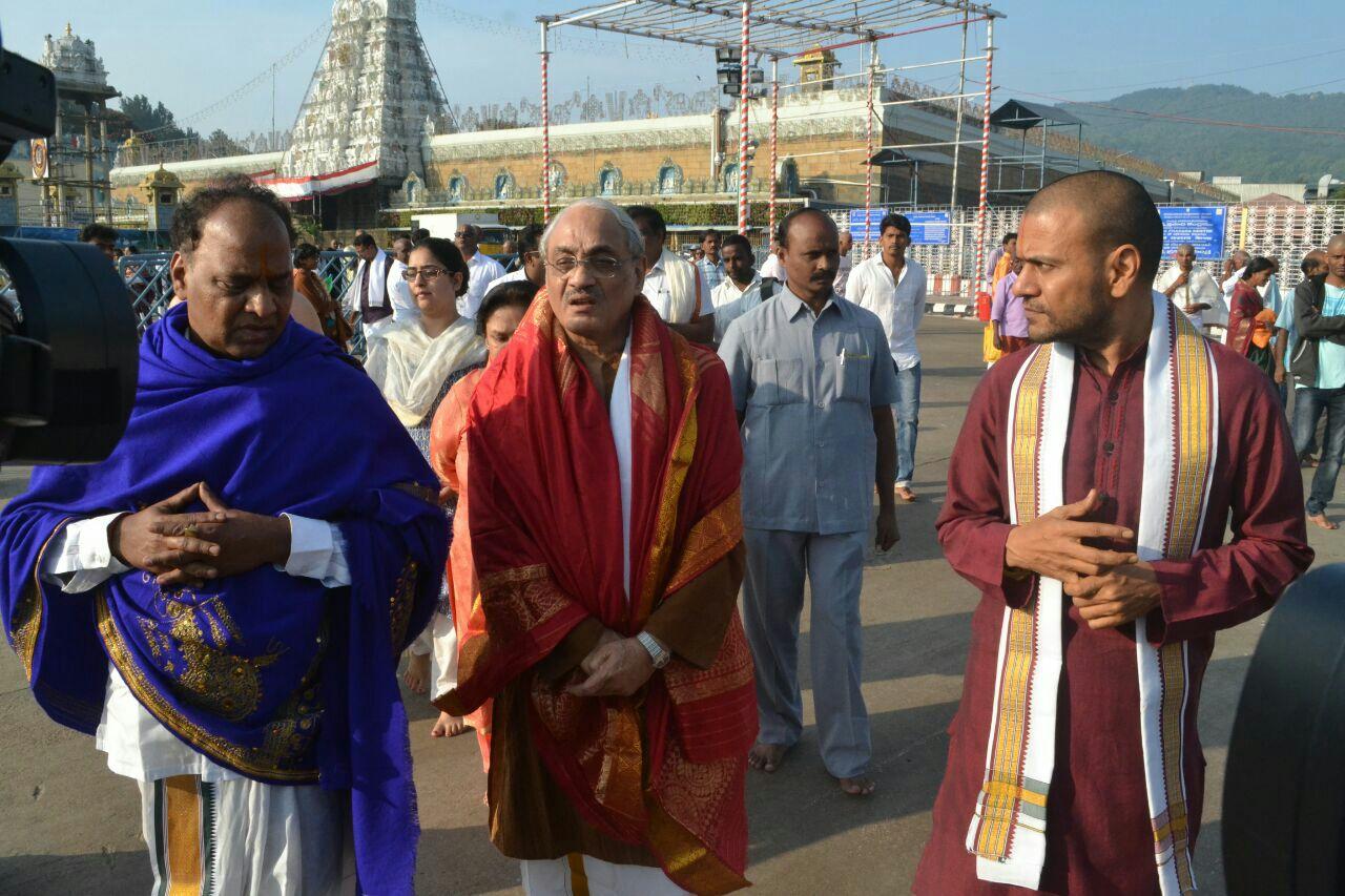 Justice Swatanter Kumar in tirumala (1)